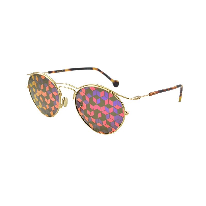 367a2f604f Η τάση που θέλει χρώματα στα γυαλιά ηλίου δεν περιορίζεται μόνο στους  σκελετούς αλλά και στους ίδιους τους φακούς που μπορεί να είναι έγχρωμοι  ενός χρώματος ...